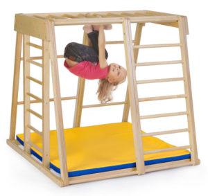 Как выбрать спортивный уголок для детей в квартиру?