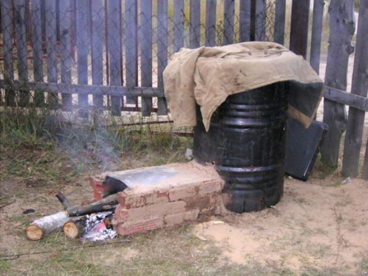 Сооружение для холодного копчения с использованием бочки