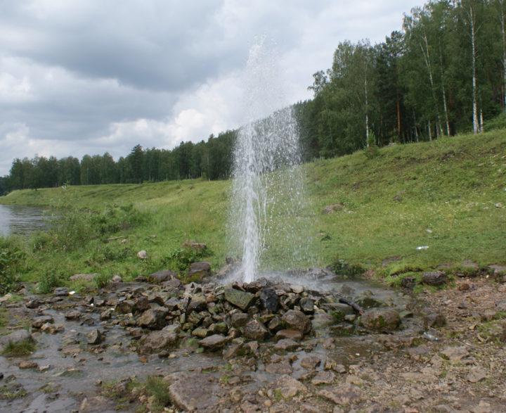 Естественный напор воды в артезианской скважине