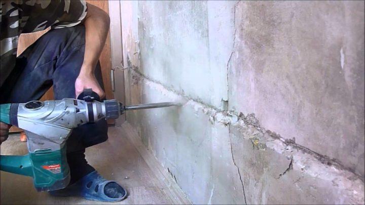 Проштробить стену под проводку