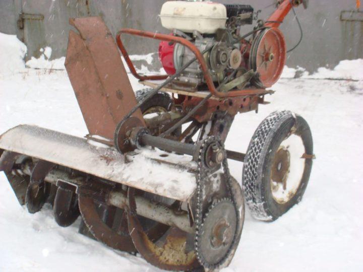 Роторный снегоотбрасыватель