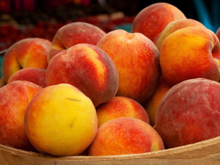 Как обрезать молодой персик осенью